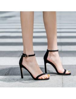Sandales à talons en daim noir à bride à la cheville