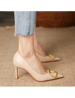 Nude chaussures talon bas décoration lettre V