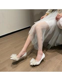 Escarpins en satin blanc avec gros nœud