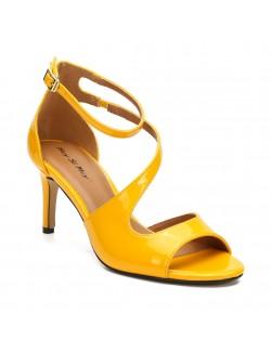 Stylish strappy mid heels sandals