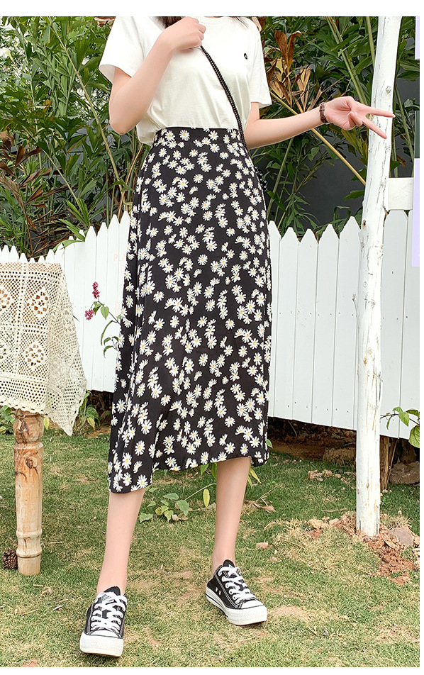 Black daisy floral skirt