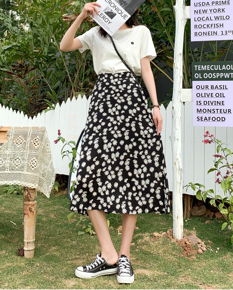 Black daisy skirt for man